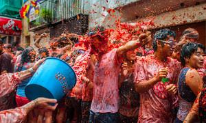 Bunol ngập trong sắc đỏ Lễ hội ném cà chua