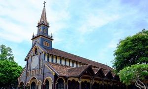 Nhà thờ gỗ độc đáo hơn 100 tuổi ở Kon Tum