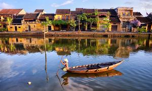 Dòng sông Hoài bình yên giữa phố cổ Hội An