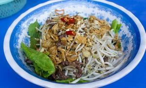 Những hàng phở trộn đắt khách nhất Hà Nội