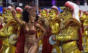 Lễ hội Carnival nóng bỏng dưới mưa