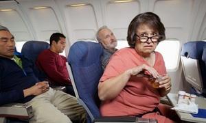 Cách tránh phiền phức khi bay cùng những người nhiều chuyện