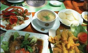 Những bữa cơm chay ở chùa cho khách thập phương