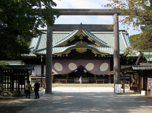 yasukuni-noi-chien-tranh-va-hoa-binh-giang-xe