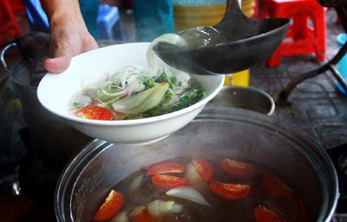 Ngoài vẻ đẹp biển đảo, Nha Trang thu hút du khách với vô vàn những món ăn ngon. Ảnh: Đức Thành.