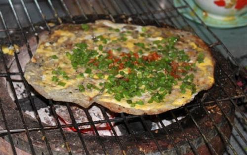 Bánh tráng nướng mỡ hành đậm đà hương vị miền Trung.