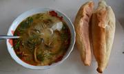 Bánh mì chấm cháo lươn đậm đà xứ Nghệ