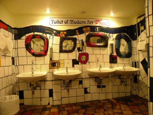 11-toilet-cong-cong-doc-dao-tren-the-gioi-6