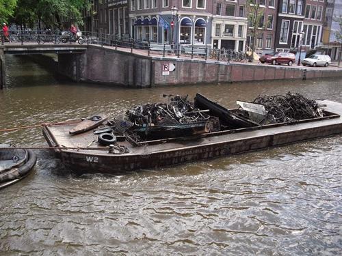 nghe-cau-xe-dap-duoi-long-kenh-amsterdam-3