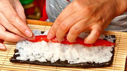 nghe-thuat-lam-sushi-cuoc-choi-khong-chi-danh-cho-dan-ong-o-tokyo-1