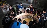 Tục xin nước lộc ở giếng làng vào đêm giao thừa