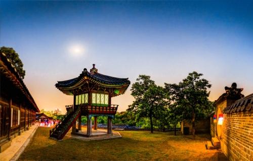 tour-tham-quan-cung-dien-han-quoc-vao-ban-dem-3