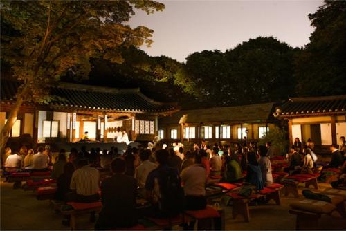 tour-tham-quan-cung-dien-han-quoc-vao-ban-dem-5