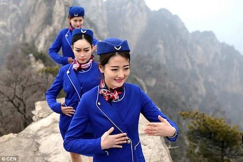nu-tiep-vien-hang-khong-luyen-kungfu-tren-nui-de-hut-khach-2