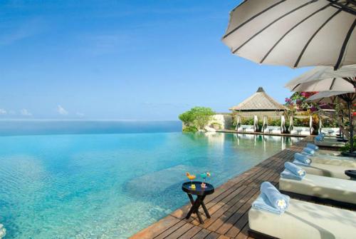 4-resort-o-bali-duoc-sao-hoa-ngu-chon-to-chuc-dam-cuoi-1