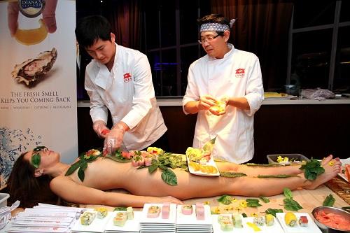 nyotaimori-nghe-thuat-sushi-tren-co-the-trinh-nu-1
