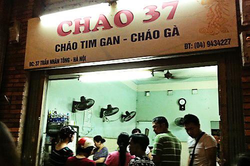nhung-quan-chao-dem-cho-khach-du-lich-ha-noi-2