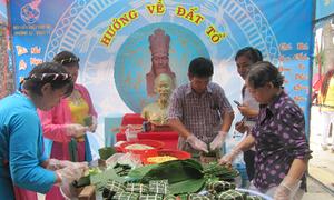 Tái hiện ngày giỗ vua Hùng ở Đầm Sen