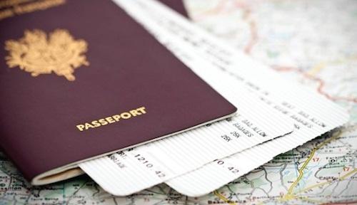 Kiểm tra ngày hết hạn của hộ chiếu. Ảnh: agenda.
