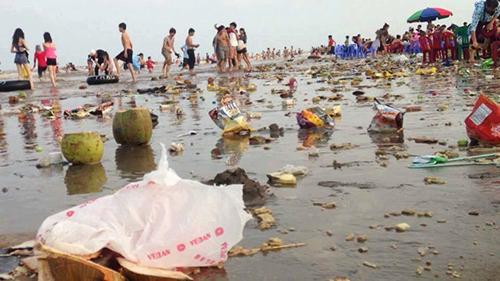Biển Cồn Vành sau nghỉ lễ. Ảnh: phuot.com