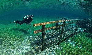 Hồ Xanh thần tiên ở Áo đổi màu vì nước tiểu du khách
