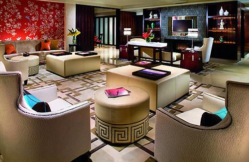 Khách sạn Portman Ritz-Carlton, Thượng Hải  Tổng thống Obama là tổng thống Mỹ đầu tiên đến thăm Trung Quốc trong năm đầu sau khi nhận chức. Chuyến công du 4 ngày bắt đầu tại Thượng Hải. Ở đây, ông Obama nghỉ tại khách sạn Portman Ritz-Carlton, khách sạn hạng sang nằm trên đường đi bộ nổi tiếng Nanjing Xi Lu. Phòng lớn nhất trong khách sạn rộng hơn 500m2 là phòng tổng thống lớn nhất ở Thượng Hải. Ảnh: worldsbesthotels.