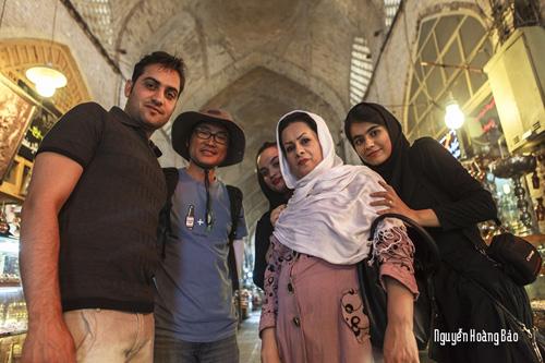 Những người bạn Iran thân thiện, đã cho Nguyễn Hoàng Bảo những trải nghiệm thú vị khi anh dừng chân nơi đây. Ảnh: Nguyễn Hoàng Bảo
