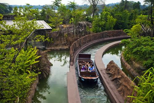 Giá vé: Người lớn là 30 SGD, trẻ em 3-12 tuổi là 20 SGD (giá đã bao gồm River Safari Cruise)  Địa chỉ: 80 đường Mandai Lake, nằm giữa Vườn thú đêm Night Safari và Vườn thú Singapore Zoo