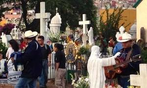 Tục dã ngoại cùng người chết ở Hy Lạp