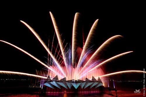 Giá vé phổ thông là 18 SGD một người, ghế hạng VIP là 23 SGD. Địa điểm: Bãi biển Siloso, Sentosa Express Beach Station.