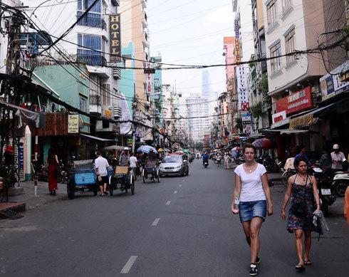 Theo Tổng cục Du lịch, mức chi tiêu trung bình của khách du lịch từ 5 nước được miễn visa tại Việt Nam là 1.316 USD
