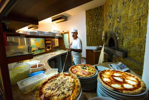 chiec-pizza-mang-ten-cua-nu-hoang-9