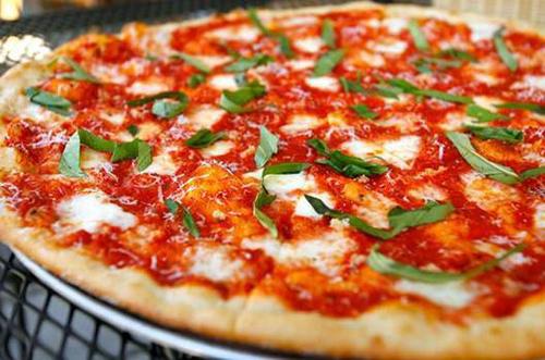 chiec-pizza-mang-ten-cua-nu-hoang-3