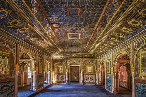 Trong quá trình xây dựng đền Taj Mahal, nhà vua Shah Jahan đã cho sử dụng rất nhiều nguyên liệu quý hiếm, khiến cho công trình mang giá trị khổng lồ. Ảnh: Vascotravel