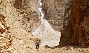 Dòng sông băng bí ẩn giữa sa mạc Iran