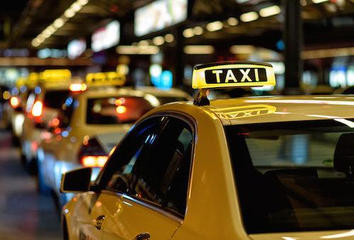 khach-trung-quoc-bi-tai-xe-taxi-chat-chem-o-ha-lan