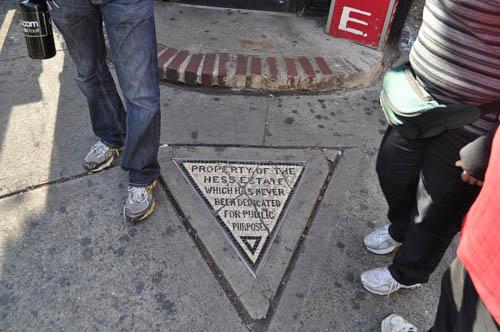 hinh-tam-giac-bat-kha-xam-pham-o-new-york
