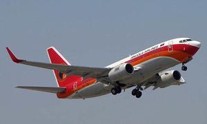 Máy bay hạ cánh khẩn cấp vì nhân viên vận chuyển bị kẹt