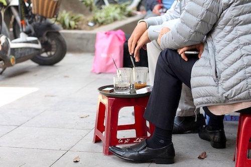 Cà phê Lâm  chốn dừng chân ưa thích của những người hoài cổ. Ảnh: Goats on the Road.