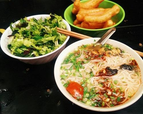 5-hang-bun-oc-luon-dong-khach-o-ha-noi