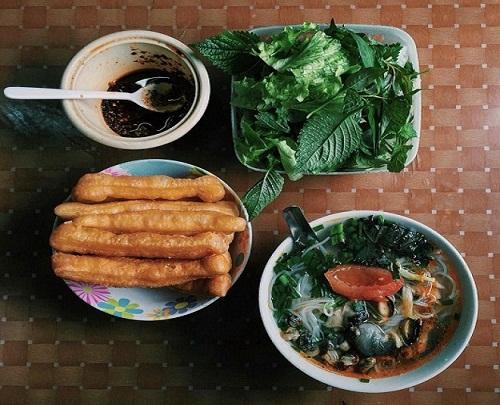 5-hang-bun-oc-luon-dong-khach-o-ha-noi-1