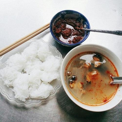5-hang-bun-oc-luon-dong-khach-o-ha-noi-3