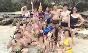 Khách Trung Quốc bị tố bẻ san hô chụp ảnh