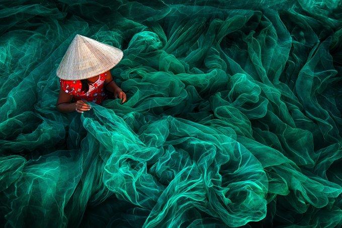 Cảnh đan lưới ở làng chài Việt đạt giải ảnh quốc tế