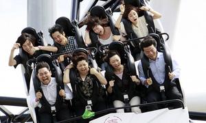 Du khách la hét vì chơi tàu lượn dốc nhất thế giới