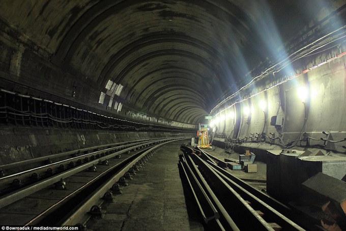 Những nhà ga bỏ hoang đầy ám ảnh ở London