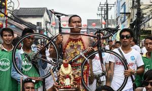 Lễ hội ăn chay rùng rợn ở Thái Lan