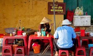 Phở bò viên và cao lầu là món ăn đường phố ngon nhất châu Á
