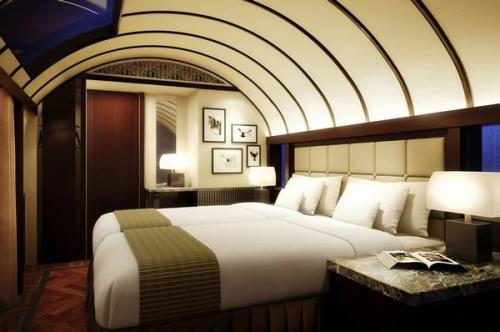 Mizukaze có sức chứa là 30 người, với cấu trúc gồm 13 phòng đôi, 2 phòng đơn và một phòng suite loại phòng cao cấp nhất. Phòng suite có diện tích của nguyên một khoang tàu, với lối đi riêng, phòng khách kiêm phòng ăn, giường ngủ, phòng vệ sinh có bồn tắm.