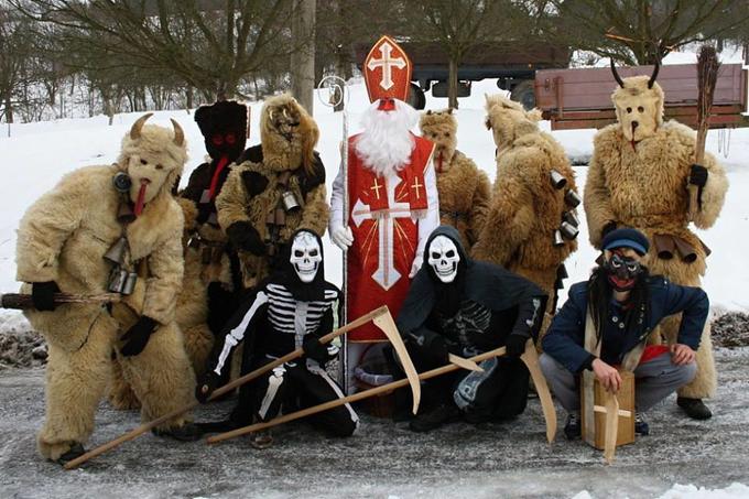 Phong tục đón Giáng sinh trong trang phục quỷ dữ